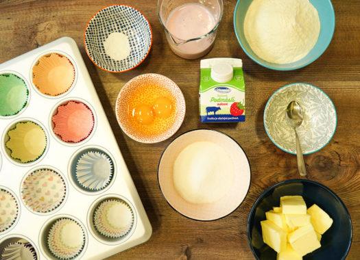 Malinové cupcakes z podmáslí s tvarohovým krémem příprava