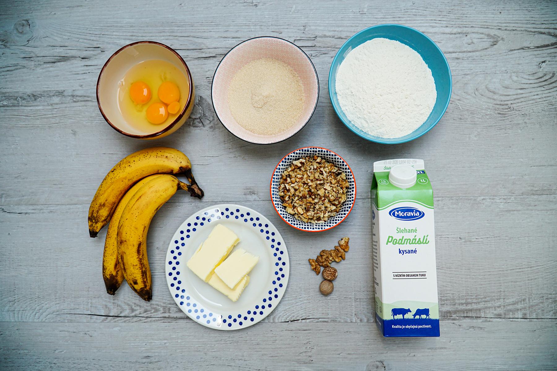 Banánový chlebíček z podmáslí s ořechy ingredience